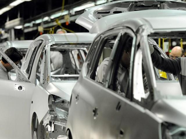 Deutsche Umweltverbände klagen Autokonzerne