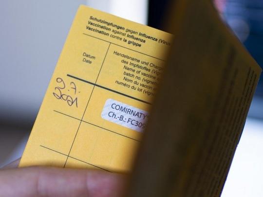 Corona-Pandemie - Debatte über mögliche Einschränkungen für Nicht-Geimpfte
