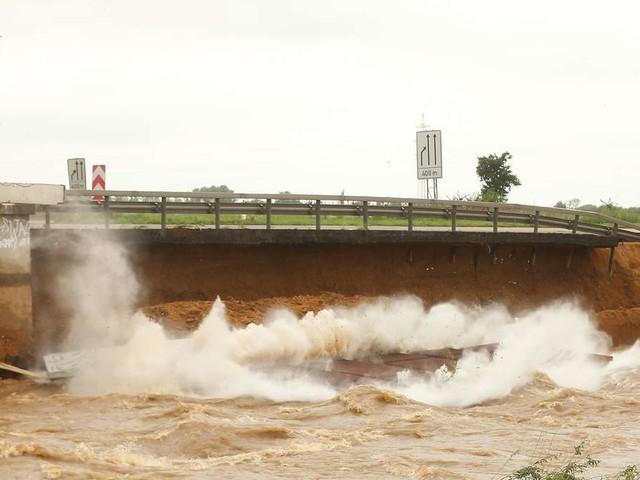 Fahrbahn stürzte in Fluss: A1 bei Köln seit Tagen gesperrt
