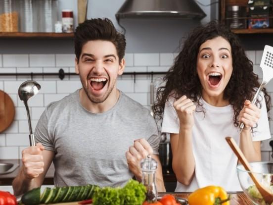 Zeit sparen beim Kochen: Mit DIESEN Tricks geht's in der Küche schneller