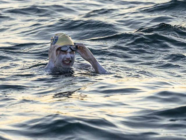 Unglaublicher Rekord: 37-Jährige schwimmt vier Mal ohne Pause durch Ärmelkanal