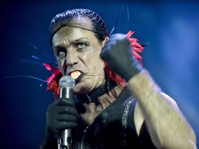 """Rammstein: Till Lindemann fordert """"Steh auf"""" –neue Single und Video"""