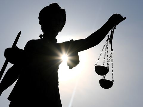 Kranker 51-Jähriger verhungert: Ehefrau und Sohn vor Gericht