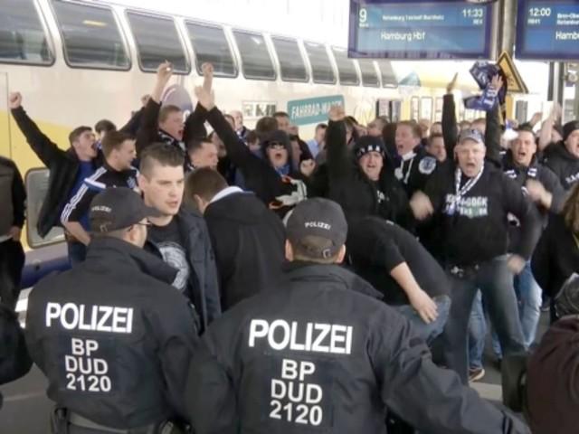 Bremen gegen Hamburger SV: Mehrere Verletzte bei Ausschreitungen beim Nordderby