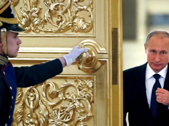 Putin macht sich unantastbar: Wie der Kremlherrscher der Justiz entkommen will