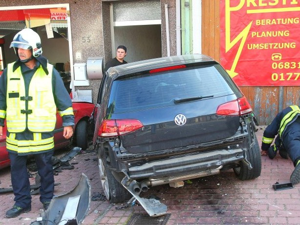 Unglück: Auto rast durch Innenstadt – eine Tote und sechs Verletzte