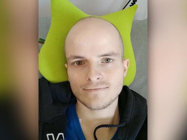 Tod mit 28 Jahren - Er kämpfte gegen Darmkrebs - Benni verabschiedet sich mit bewegenden Worten