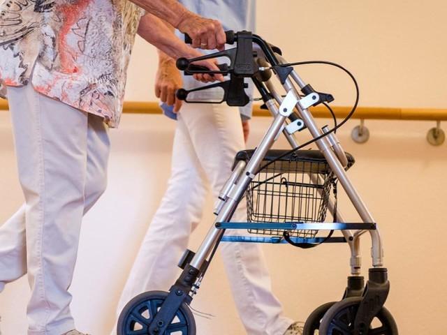 Pflege: Die Last steigt, die Helfer fehlen