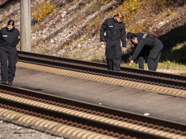 Stahlseil-Anschlag auf ICE - Ermittler prüfen rechtsterroristischen Hintergrund
