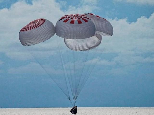 Raumfahrt: Laien-Astronauten nach Reise ins Weltall zurück auf der Erde