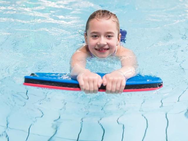 Auch ohne Kurs: So lernen Kinder in Corona-Zeiten Schwimmen