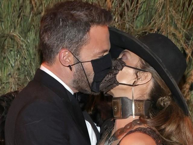Jennifer Lopez und Ben Affleck: Maskierter Kuss bei der Met Gala