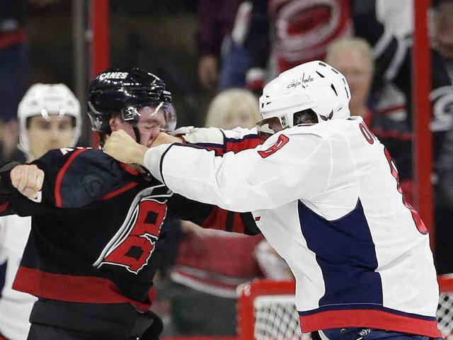 NHL-Play-offs: Owetschkin streckt Gegenspieler bei Prügelei nieder