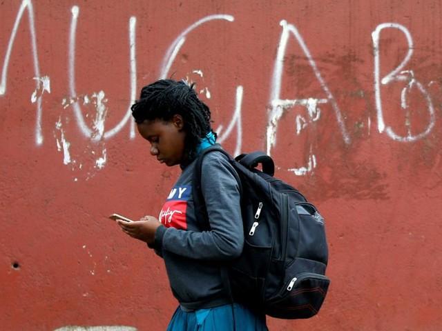 Kein Lohn mehr für Impfverweigerer in Simbabwe