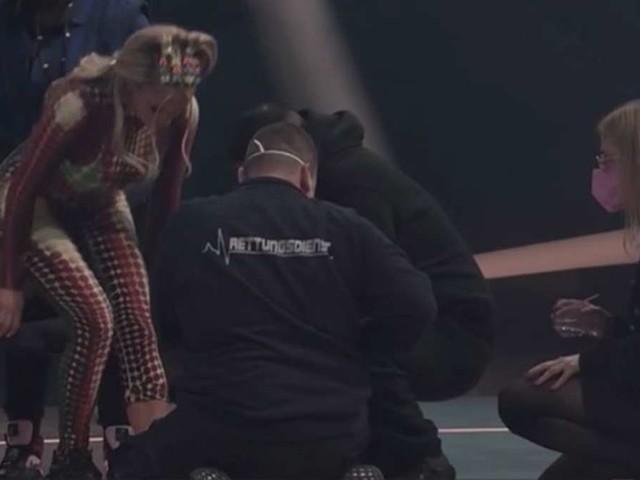 """""""Wer stiehlt mir die Show"""": Sorge um Shirin David! Rapperin verletzt sich bei Jokos Show"""