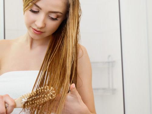Kann nasses Haar wirklich krank machen?