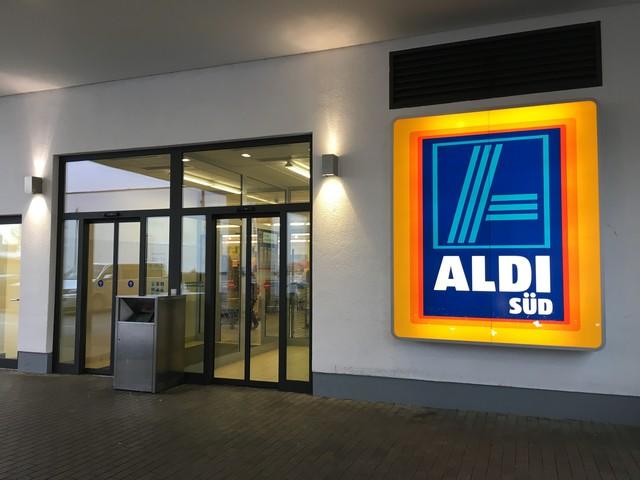 Plexiglas, Warnschilder, Einlasskontrollen: So verändern sich Aldi, Lidl, Rewe & Co in der Corona-Krise