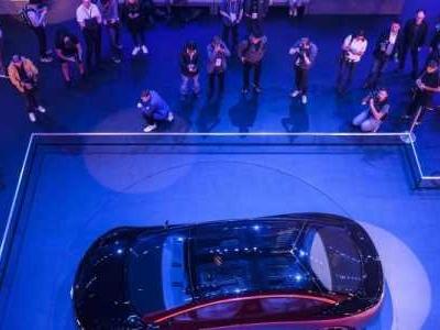 Inmitten von Konjunktursorgen und Kritik von Klimaschützern sucht die Auto-Industrie den Weg in die Mobilität der Zukunft.