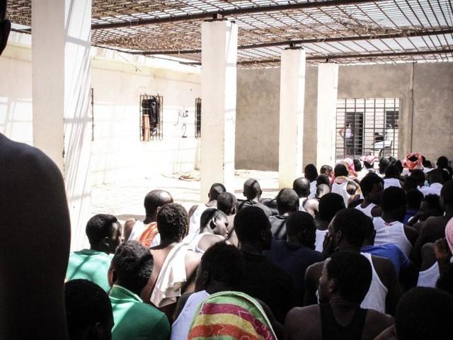 Flüchtlingszahlen steigen weltweit: Blick in Libyens Lager