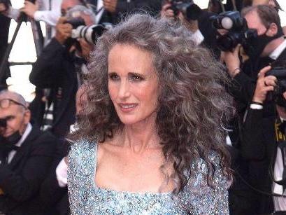 Andie MacDowells Manager rieten von grauer Haarpracht ab