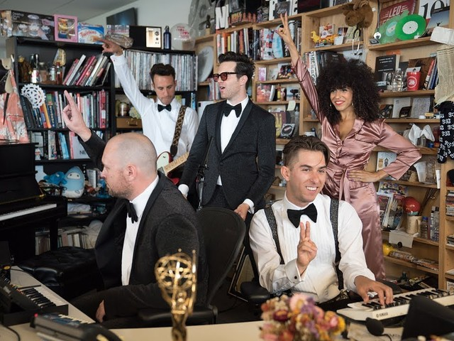 Mayer Hawthorne & Jake One aka Tuxedo im NPR Tiny Desk Concert