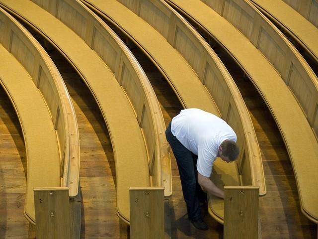 Polster für jede Bank: P.R. Havener stattet Kirchen in ganz Europa aus