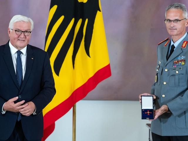 Afghanistan: Kommandeur des Evakuierungseinsatzes Jens Arlt erhält Bundesverdienstkreuz