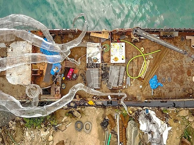British Virgin Island Art Reef | Ein altes Schiff wird mit einer Krake bestückt und zur Unterwasserskulptur