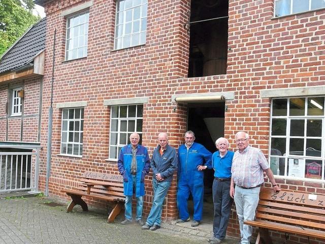 Immer wieder dienstags: Ein Team von Freiwilligen restauriert eine alte Mühle