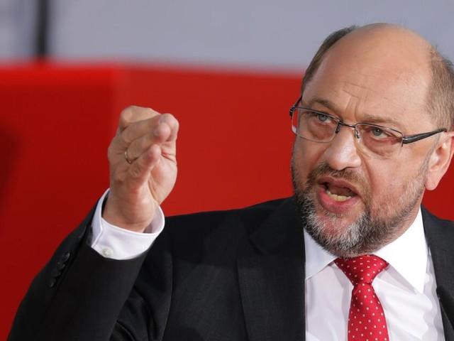 Bundestagswahl: Martin Schulz attackiert AfD, Angela Merkel wird ausgepfiffen