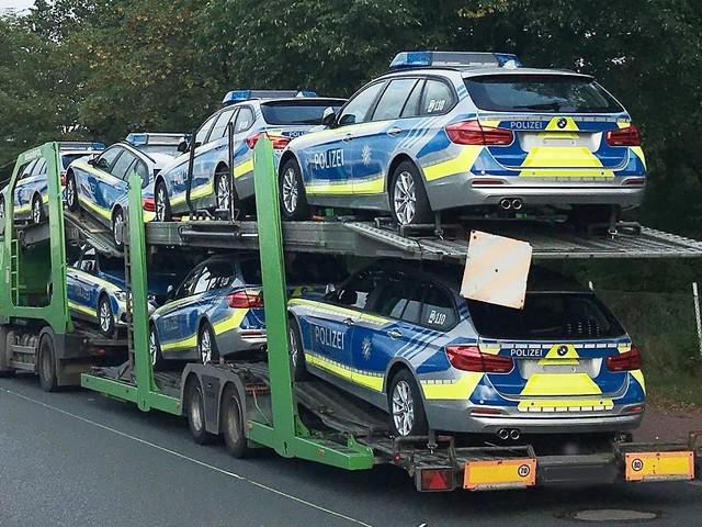 Transporter aus Verkehr gezogen - Niedersächsische Polizei stoppt bayerische Polizei
