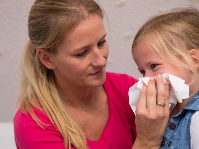 Erkältungs-Welle in Schulen und Kitas: Dürfen Kinder trotz Symptomen hin?