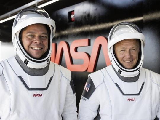 Raumfahrt - SpaceX-Astronauten auf dem Rückweg zur Erde