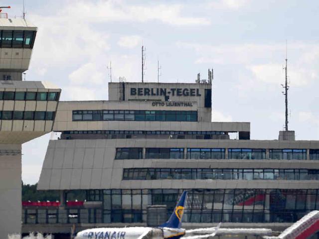 Schwere Turbulenzen: Passagierflugzeug landet in Berlin mit mehreren Verletzten an Bord