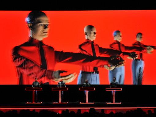 """Kraftwerk-Chef Ralf Hütter im Interview: """"Ich höre die Stille und die Welt"""""""