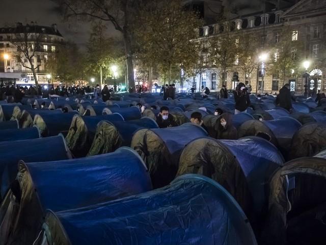 Paris: Polizei setzt Tränengas bei Räumung von Flüchtlingslager ein