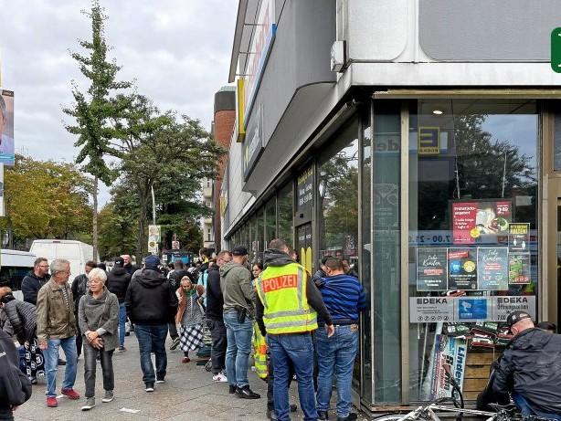"""Reinickendorf: Einsatz gegen """"fliegende Händler"""" an der Markstraße"""