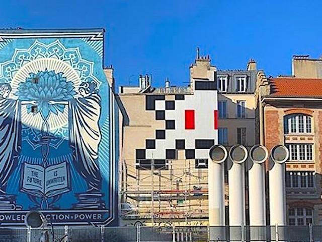 Street Artist Invader platziert größtes Mosaik-Artwork seiner Karriere in Paris