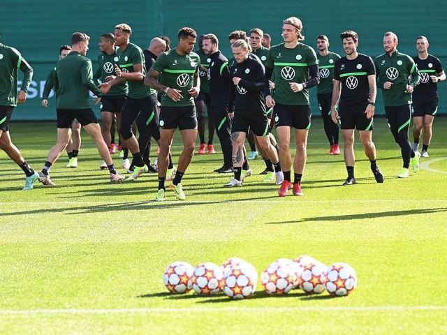 """Champions League: Wolfsburgs Arnold ironisch: """"Haben gar kein Selbstvertrauen"""""""