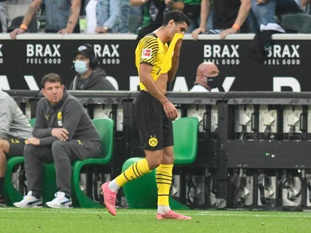 """Gelb-Rot für Dortmunds Dahoud: Aytekin-Zeichen: Debatte um """"widerwärtige"""" Respektlosigkeit"""