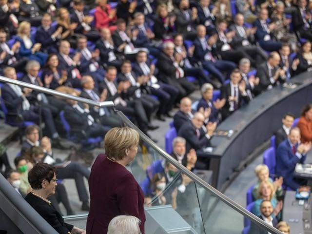 """""""Heute ist ein ganz besonderer Tag, für die Demokratie und für mich persönlich"""": Frischer Wind im Bundestag – das sagen junge Abgeordnete"""