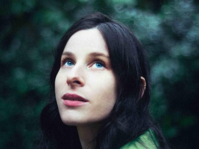Buzzy Lee, Tochter von Steven Spielberg, veröffentlicht ihr erstes Album