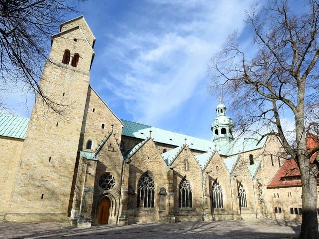 """Neuer Vorwurf gegen Hildesheimer Altbischof: """"Der Kerl muss aus dem Dom raus"""""""