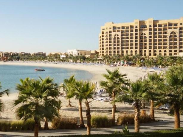 Schlauer reisen: Gibt es einen Unterschied zwischen Hotel und Resort?