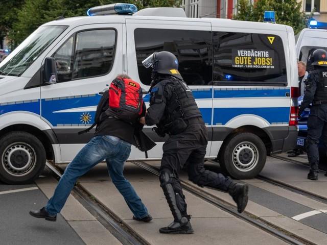 Erneut dutzende Festnahmen bei Protesten gegen Corona-Maßnahmen