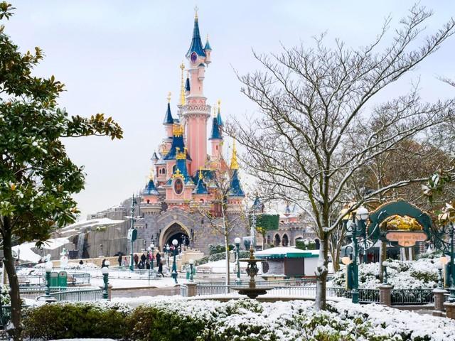 """""""Disney's märchenhafte Weihnachtszeit"""" im Disneyland Paris: Das bietet die Winter-Saison 2020/21!"""
