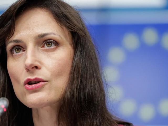 War die EU mit ihrer Impfstrategie zu langsam, Frau Kommissarin?