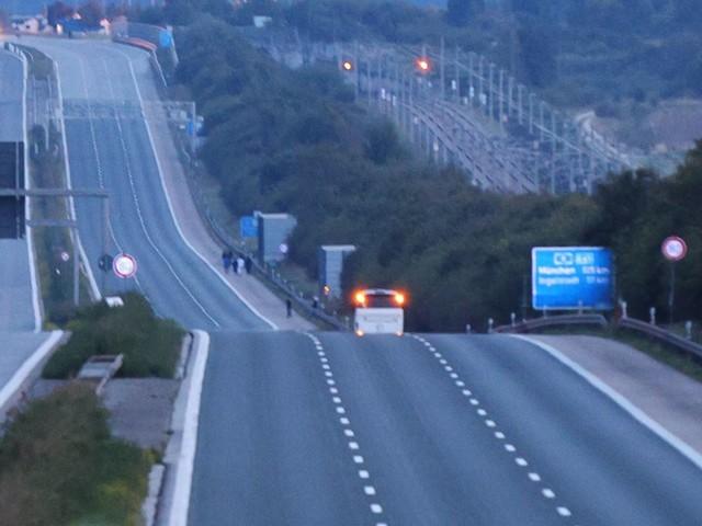 Fahrgäste bedroht: Großeinsatz auf der A9: Polizei nimmt Mann nach Geiselnahme in Reisebus fest