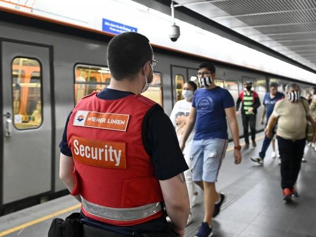Vorfälle wegen FFP2-Maskenpflicht häufen sich in Wiener Öffis
