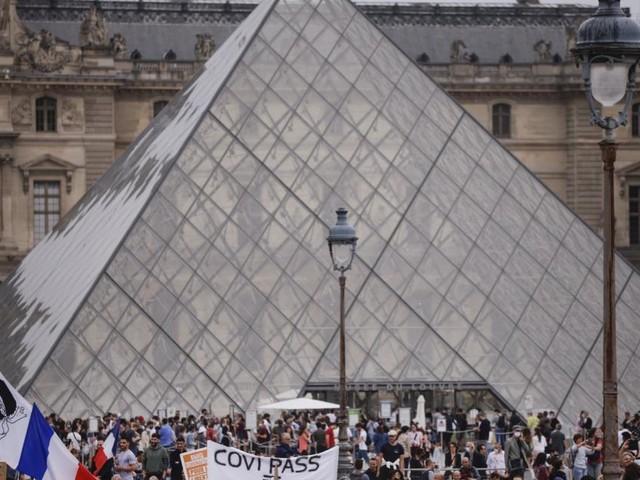 Über 160.000 Menschen protestieren gegen Corona-Regeln in Frankreich